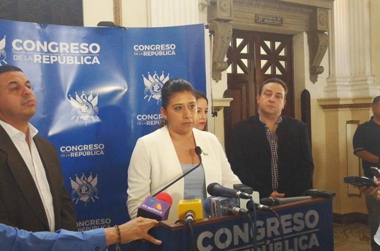 Diputados exigieron la renuncia de Alonzo, y advirtieron que interpelación puede terminar en una denuncia penal. (Foto Prensa Libre: Javier Lainfiesta)