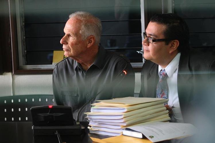 Álvaro Arzú presentó pruebas de descargo a la jueza pesquisidora el 28 de julio último. (Foto Prensa Libre: Hemeroteca PL)
