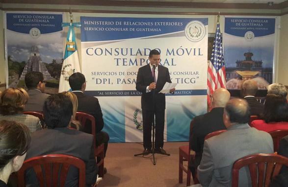 Carlos Raúl Morales, ministro de Relaciones Exteriores, inaugura el nuevo consulado móvil en Nueva Jersey. (Foto Prensa Libre: Minex)