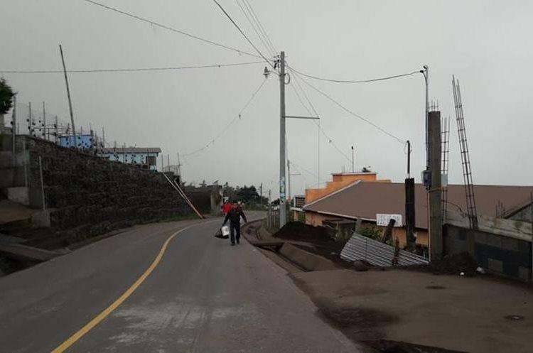 Varias personas han reportado caída de ceniza en Chimaltenango y Suchitepéquez.