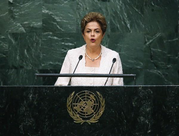 Dilma Rousseff enfrenta baja popularidad de su mala gestión.