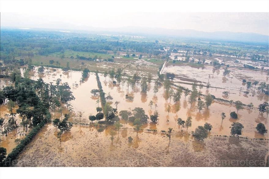 24/10/2008 Morales, Izabal, inundado luego el río Motagua se desbordara. (Foto: Hemeroteca PL)