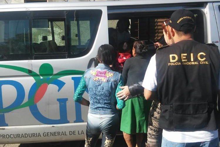 (Foto de referencia) La PGN ha efectuado varios operativos para resctar menores víctimas de maltrato. (Foto Prensa Libre: Hemeroteca PL)