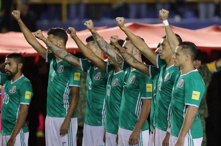 Los jugadores de México hicieron un homenaje a las víctimas del terremoto. (Foto Prensa Libre: EFE)