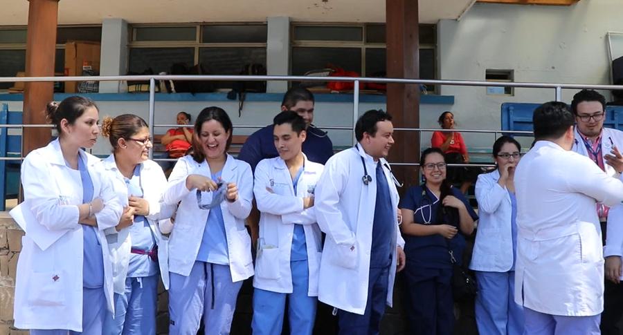 El viernes último, los médicos del Hospital Regional de Cuilapa, Santa Rosa, anunciaron medidas de hecho ante la falta de pago de salarios. (Foto Prensa Libre: Hugo Oliva)