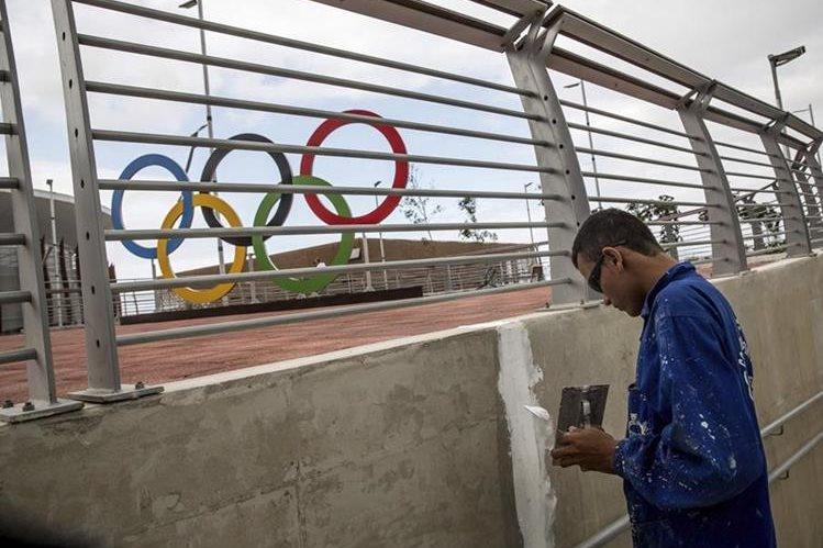 El agente de seguridad fue arrestado por atacar a una bombero dentro del parque olímpico. (Foto Prensa Libre:EFE)