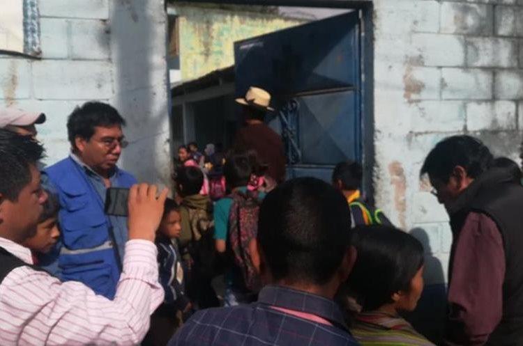 En Nebaj, Quiché, los maestros regresaron a clases, pero con condiciones de los padres de familia. (Foto Prensa Libre: Héctor Cordero)