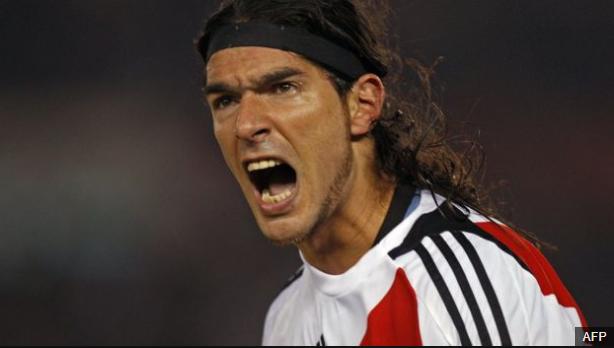 El loco ganó títulos con Nacional, San Lorenzo, River Plate (foto), Botafogo y Santa Tecla. (Foto Prensa Libre: BBC Mundo)