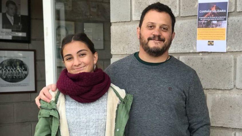 Lautaro Renati, junto a su hija Martina, fue quien promovió la colecta en Argentina por los damnificados en Guatemala. (Foto Prensa Libre: Cortesía Lautaro Renati)