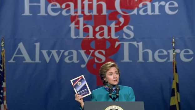 En 1993, Hillary Clinton encabezó un fallido intento de reforma sanitaria. AP