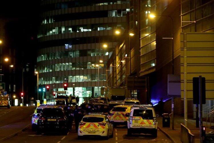 Vehículos de emergencia ubicados en la escena de la dos explosiones. (Foto Prensa Libre:EFE).