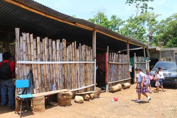 Instalaciones de la Escuela Oficial Rural Mixta, en El Asintal, Retalhuleu, son precarias. (Foto Prensa Libre: Rolando Miranda)
