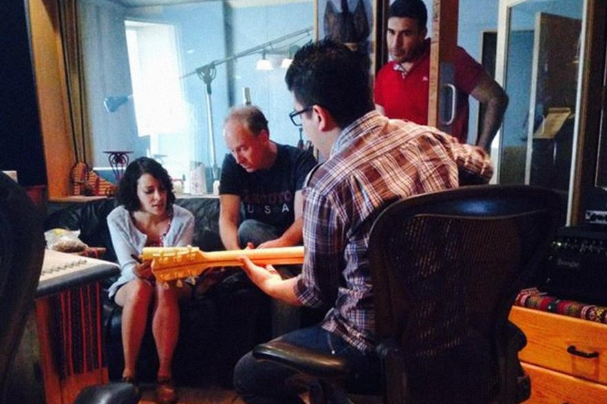 Malacates promociona tema en el que colabora Gaby Moreno. (Foto Prensa Libre: Malacates Trébol Shop)