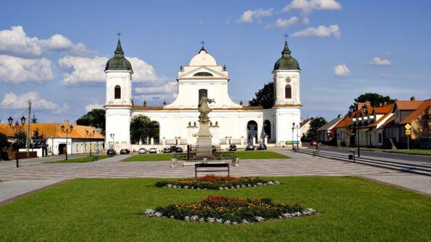 El café de Kamil Swietorzecki se encuentra en la pintoresca plaza principal de Tykocin.