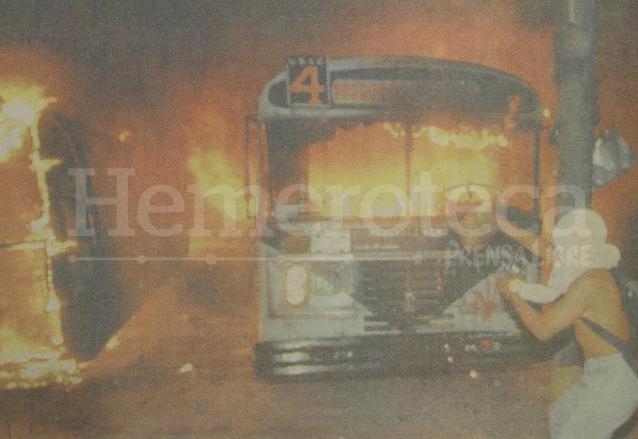 """""""Salir de las llamas para caer en las brasas"""" es un adagio guatemalteco que se adapta a diversas épocas de crisis nacional. (Foto: Hemeroteca PL)"""
