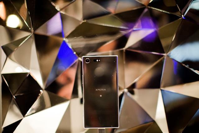 """El XZ es el smartphone más """"premium"""" de Sony presentado en el MWC. Es un Android con pantalla 4K de 5.5 pulgadas. Este graba video en cámara lenta de hasta 960 fps. (Foto Prensa Libre: AP)."""