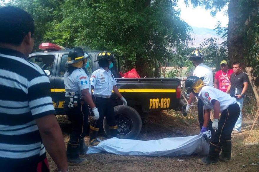El cuerpo de Margarito Hernández fue enviado a la morgue del Instituto Nacional de Ciencias Forenses de El Progreso. (Foto Prensa Libre: Héctor Contreras)