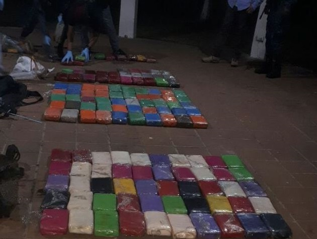 Paquetes de droga que fue decomisada. (Foto Prensa Libre: Ministerio de Gobernación)