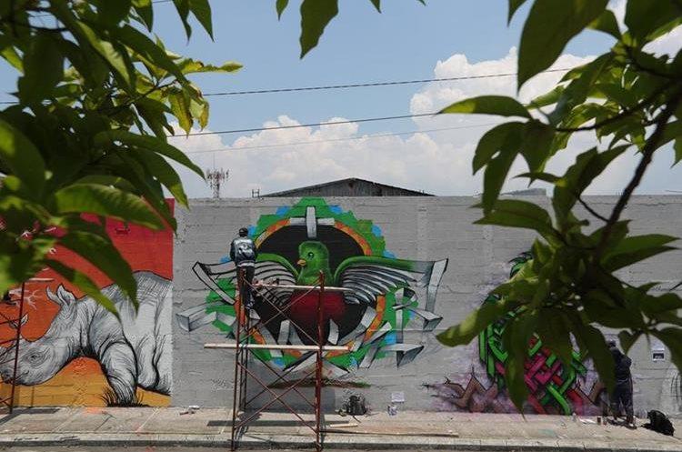 Los murales instan a proteger a los animales, entre estos al Quetzal, nuestra Ave Nacional. (Foto Prensa Libre: Carlos Hernández).
