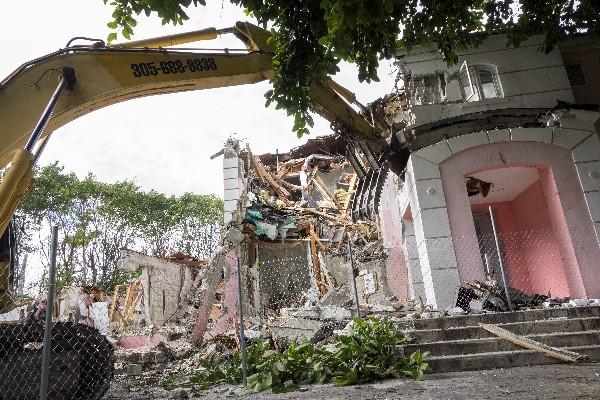 Demolición de la antigua mansión de Pablo Escobar.