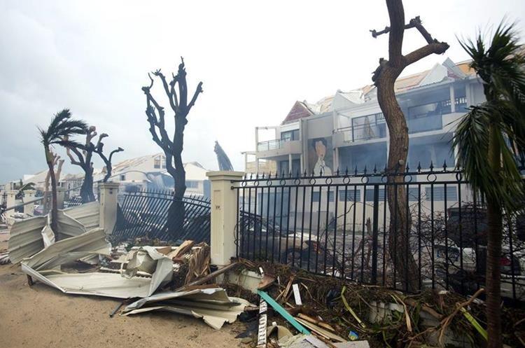 En las Islas San Martín se reportaron diez muertos pero al momento sólo se ha confirmado el deceso de ocho personas.