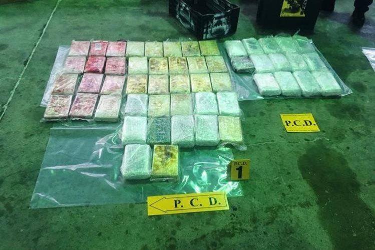 En un camión el guatemalteco ocultaba los 53 kilos de cocaína. (Foto Prensa Libre: @seguridadcr)<br />