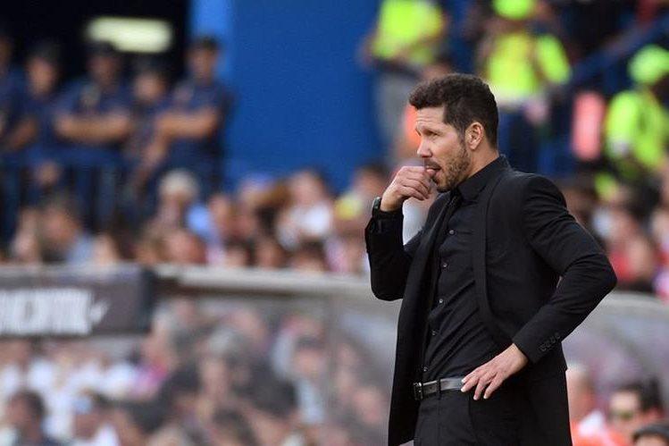 El 'Cholo' Simeone, durante el partido de este sábádo. (Foto Prensa Libre: AFP)