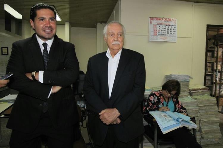Óscar Humberto Jiménez Contreras y Carlos Enrique Monteros Castillo implicados en defraudación tributaria.(Foto Prensa Libre: Paulo Raquec)