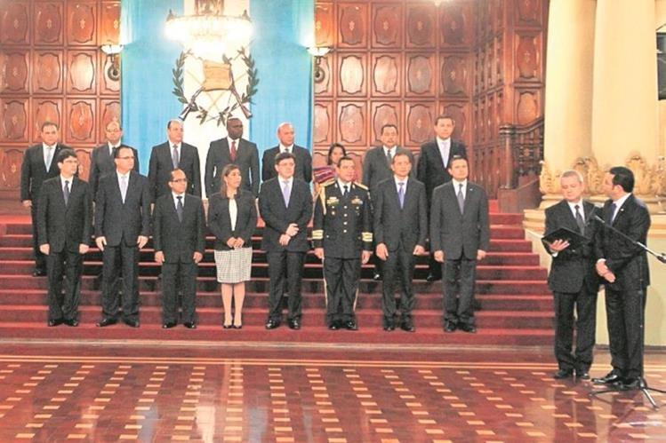 El presidente Jimmy Morales tardó varios días en integrar el gabinete de su gobierno. (Foto Prensa Libre: Edwin Bercián)