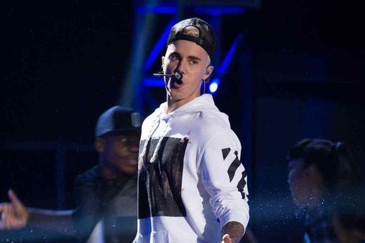 La estrella pop estadounidense se une a Luis Fonsi y Daddy Yankee para cantar el tema Despacito. (Foto Prensa Libre: abc.es)