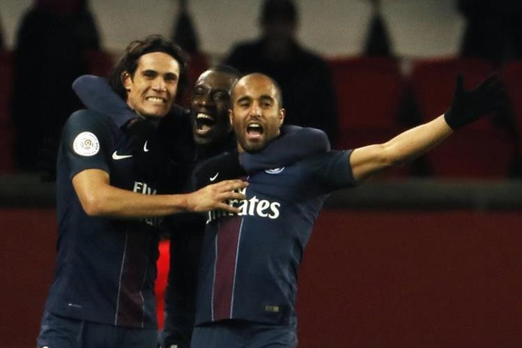 Los jugadores del PSG celebraron una victoria el pasado miércoles contra el Lille. (Foto Prensa Libre: AFP)