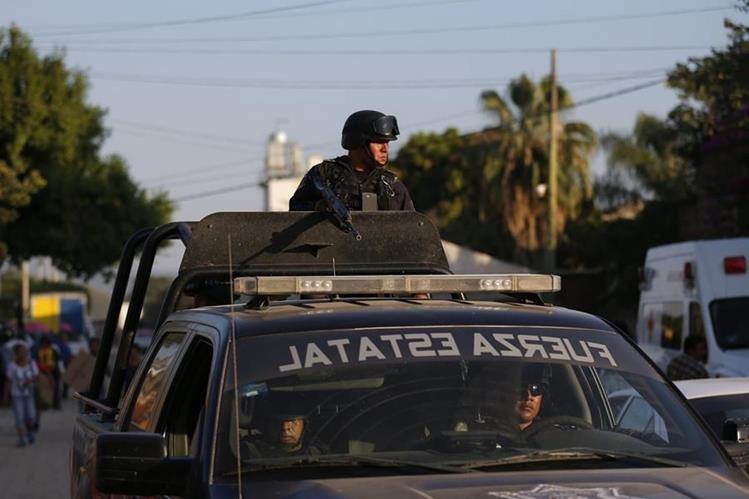 Militares mexicanos patrullan zonas donde operan carteles de la droga. (AP)