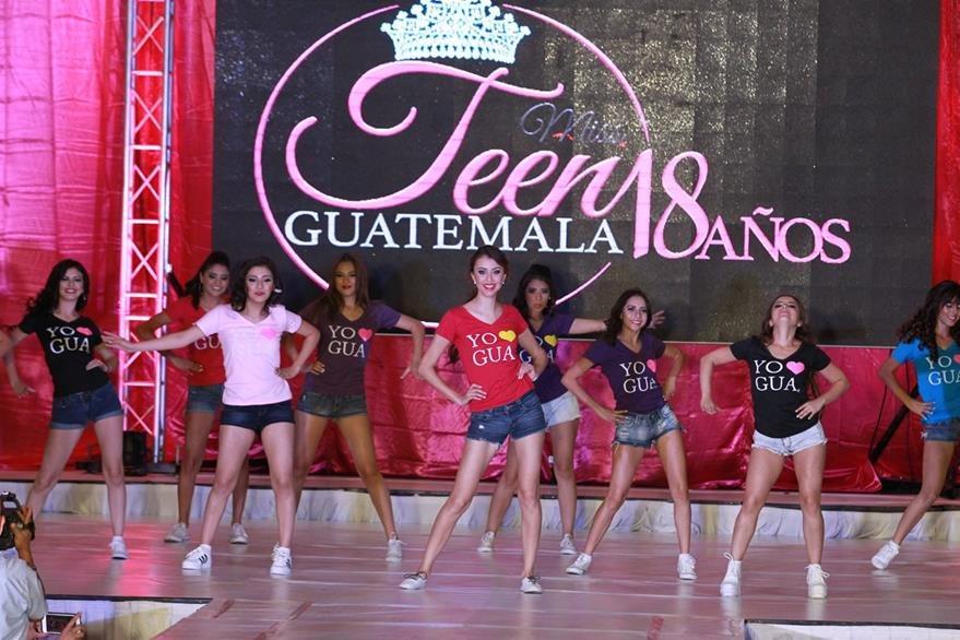 Con esta coreografía llena de energía abrió el certamen. En el centro, Luzia Rehe (de rojo), reina saliente de Miss Teen.