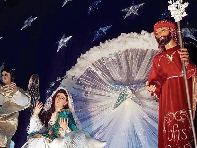 NACIMIENTO elaborado este año, con figuras de tamaño natural, en la parroquia Cristo Rey de Nueva Santa Rosa, Santa Rosa, el cual ha buscado recuperar elementos de la altarerìa tradicional guatemalteca y se encuentra abierto a los visitantes.