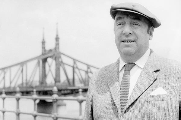 Pablo Neruda creó algunos de los versos que más se han oído y recitado a lo largo del siglo XX y XXI. (Foto: hemeroteca PL)