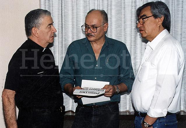 Quezada se reunió en 1991 con los comandantes de la URNG, Rodrigo Asturias y Ricardo Morán. (Foto: Hemeroteca PL)
