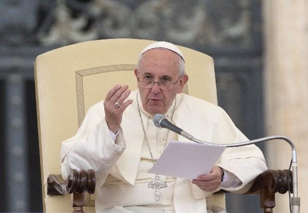 <em>&nbsp;El Papa simplifica y hace gratuito el proceso de nulidad del matrimonio católico.</em>