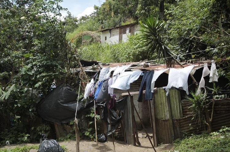 Esta es de lasviviendas que resultaron afectadas por el deslizamiento de tierra en el asentamiento Positos. (Foto Prensa Libre: Carlos Hernández)