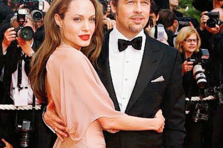 Una fuente cercana a la pareja asegura que Brad Pitt no soporta el control de Angelina Jolie.