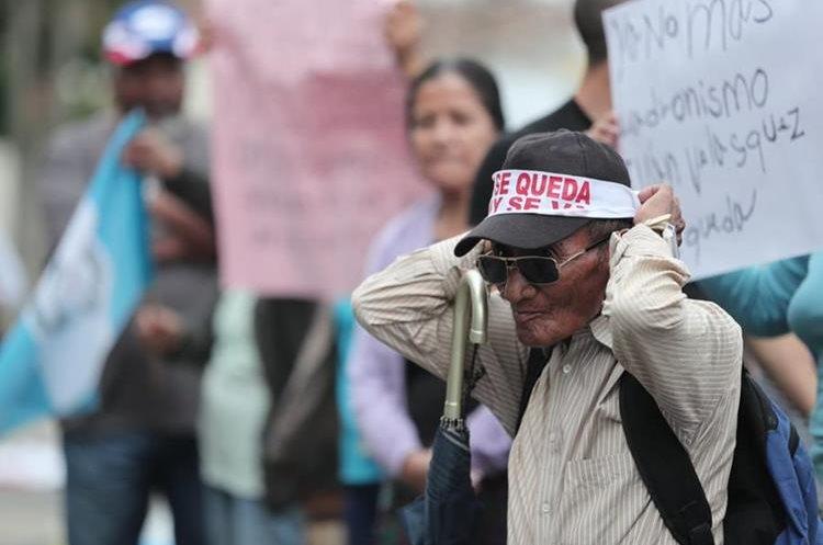 La manifestación fue convocada para las 15 horas frente al Palacio Nacional de la Cultura. (Foto Prensa Libre: Juan Diego González)