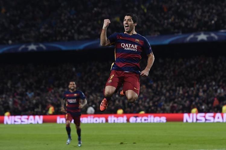El uruguayo Luis Suárez celebró su segundo doblete consecutivo con el Barcelona. (Foto Prensa Libre: AFP)
