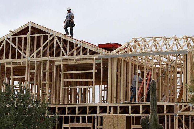 Compañías constructoras de viviendas vinculan falta de mano de obra con norma migratoria.(AP).