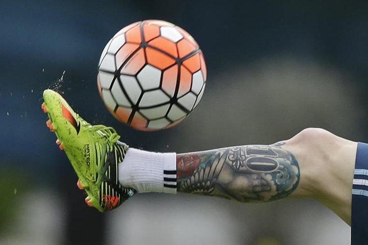 Lionel Messi impresiona con su futbol en cualquier lugar del mundo. (Foto Prensa Libre: AP)