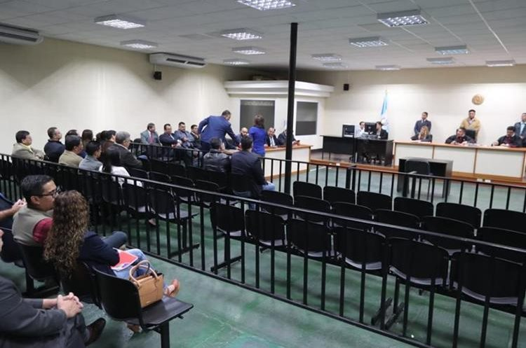 Vista de la megasala, donde se celebra el debate de Agua Mágica. (Foto Prensa Libre: Érick Ávila)