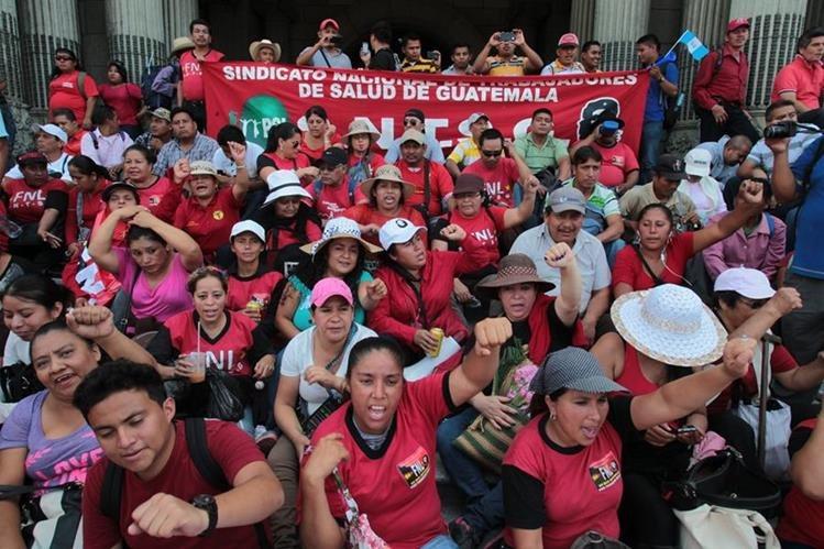 Varios sindicalistas reciben paga sin presentarse a sus labores, gracias al pacto colectivo firmado en 2013. (Foto Prensa Libre: Hemeroteca PL)