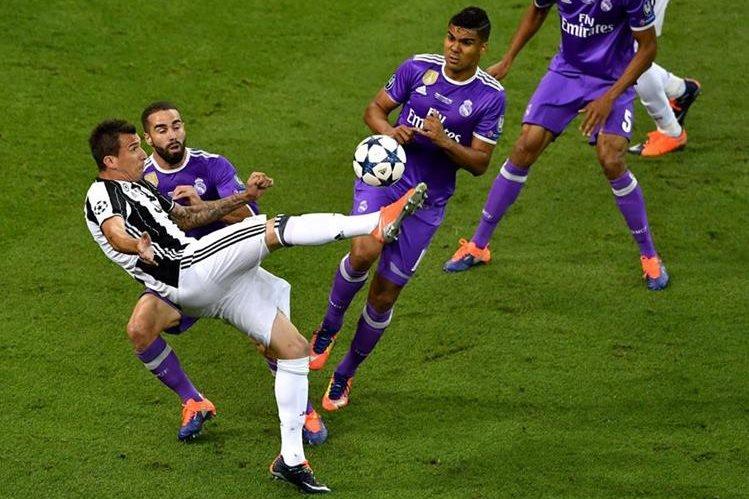 Uno de los mejores goles de la temporada que se cerró recientemente en la Liga de Campeones está el que consiguió Mario Mandzukic en la final. (Foto Prensa Libre: AFP)