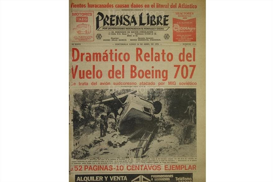 Portada de Prensa Libre del 24 de abril de 1978, con la noticia del ataque al avión coreano. (Foto: Hemeroteca PL)