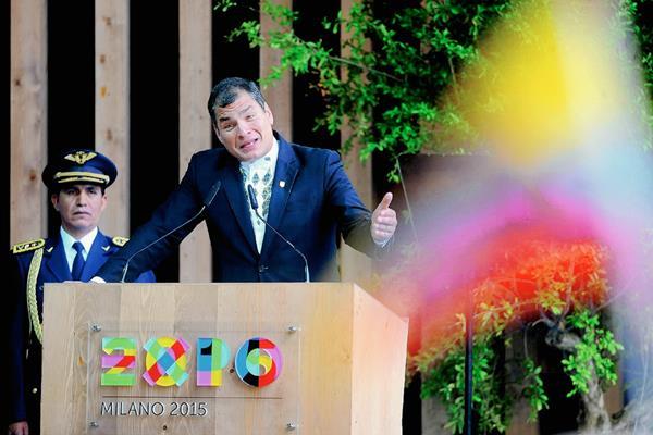Presidente de Ecuador Rafael Correa habla con motivo del Día Nacional del Ecuador en Milán, Italia. (Foto Prensa Libre:AP).