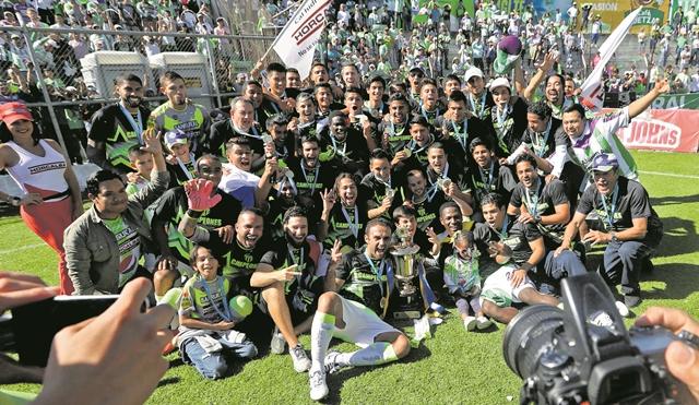 Antigua GFC ganó su tercer título en la Liga Nacional, al coronarse en el Apertura 2017. (Foto Prensa Libre: Hemeroteca PL)