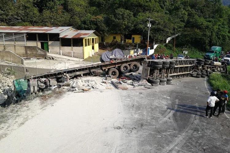 Lugar donde ocurrió el accidente. (Foto Prensa Libre: Enrique Paredes).